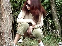 Redhead girl peeing in the voyeur clips